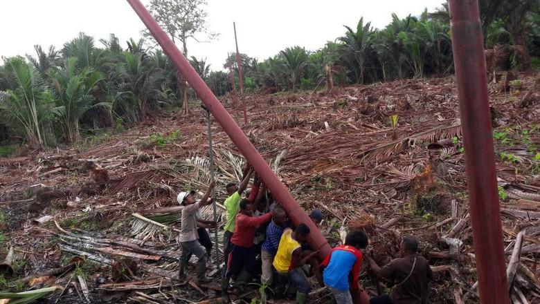 PLN Terangi Pedalaman Papua