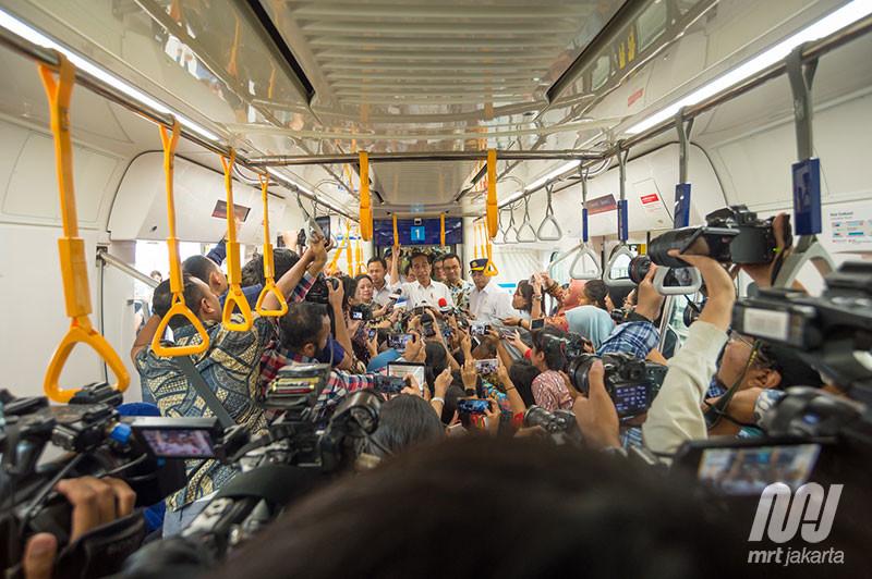 Antusias Masyarakat Gunakan MRT Meningkat