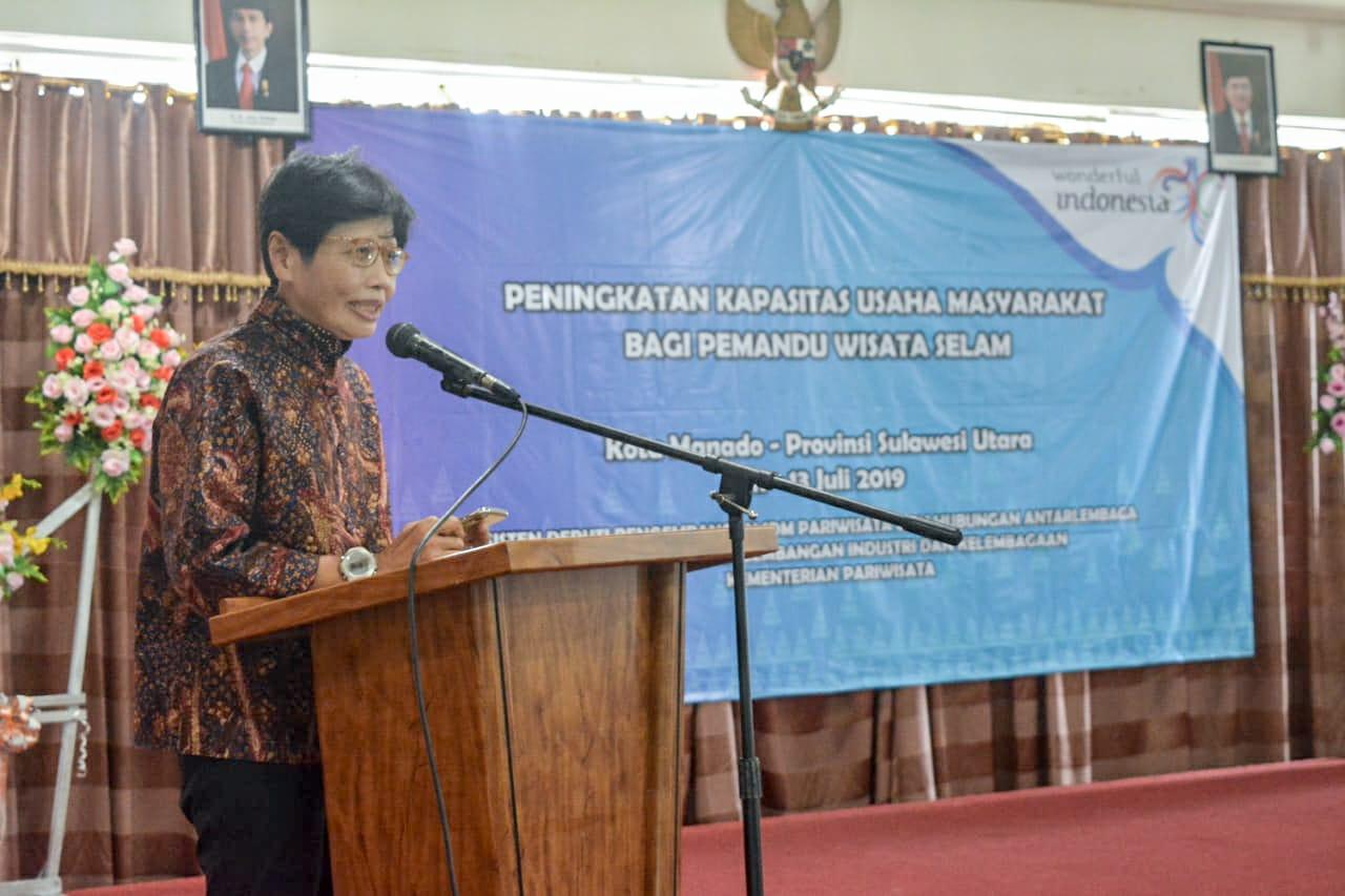 Pemandu Selam di Manado Memperoleh Pelatihan Khusus