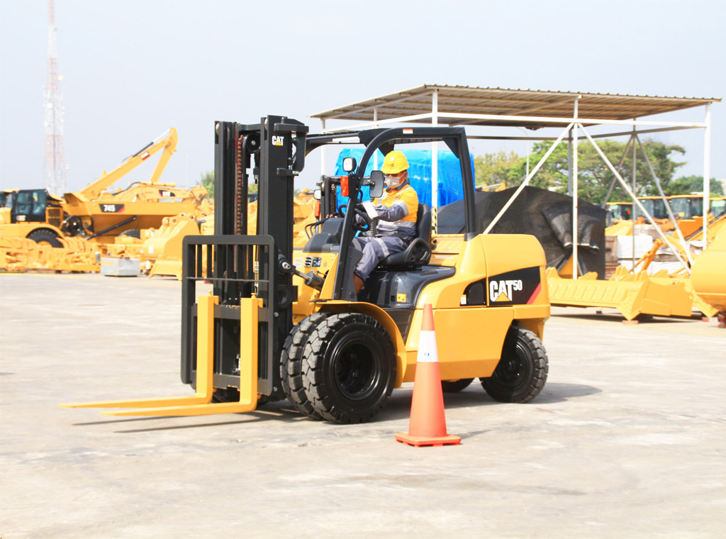 equipment , forklift , fiture , heavy vehicle , industry , material handling